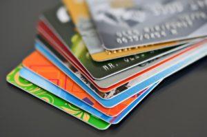 ¿Cómo ganar dinero con tarjetas de crédito?